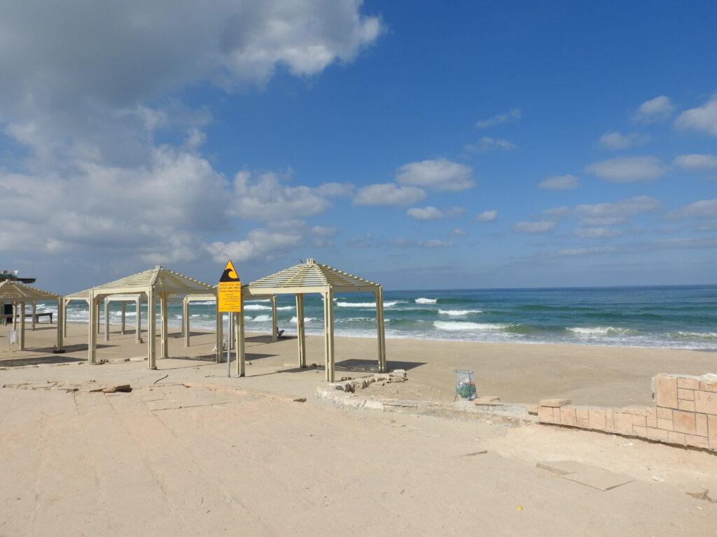 חוף הרחצה ג'סר א זרקא