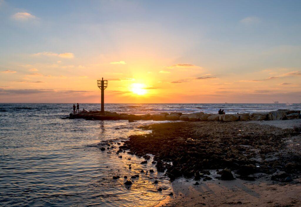שקיעה בחוף גסר א זרקא