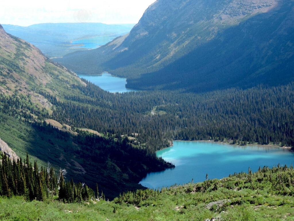 פארק גליישר מבט משביל קרחון גרינל אל האגמים: גרינל התחתון, גוזפין וסוויפט קארנט.