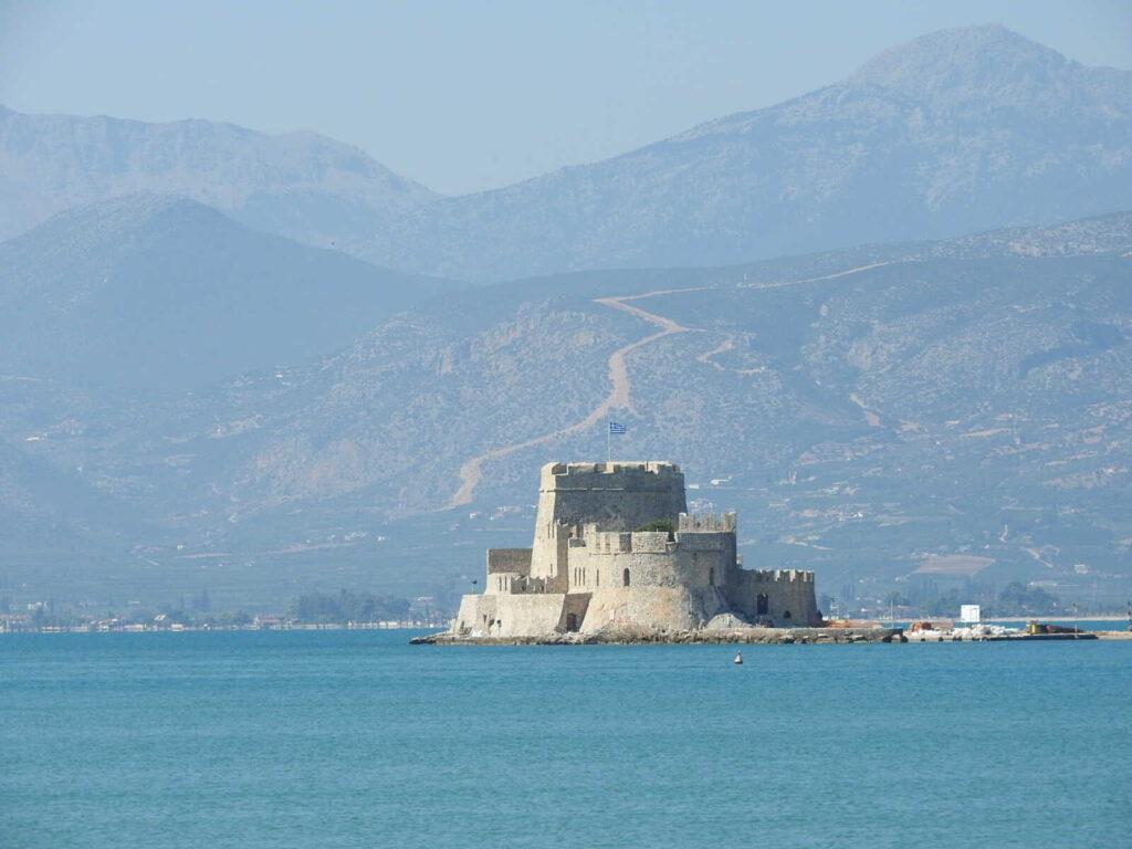 מבצר בתוך מי הים, נאפיליו יוון