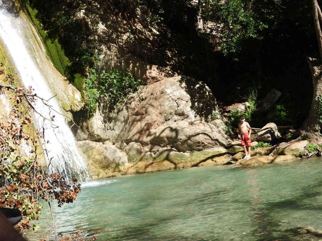בריכת מים ליד מפלי נאדה פלופונז