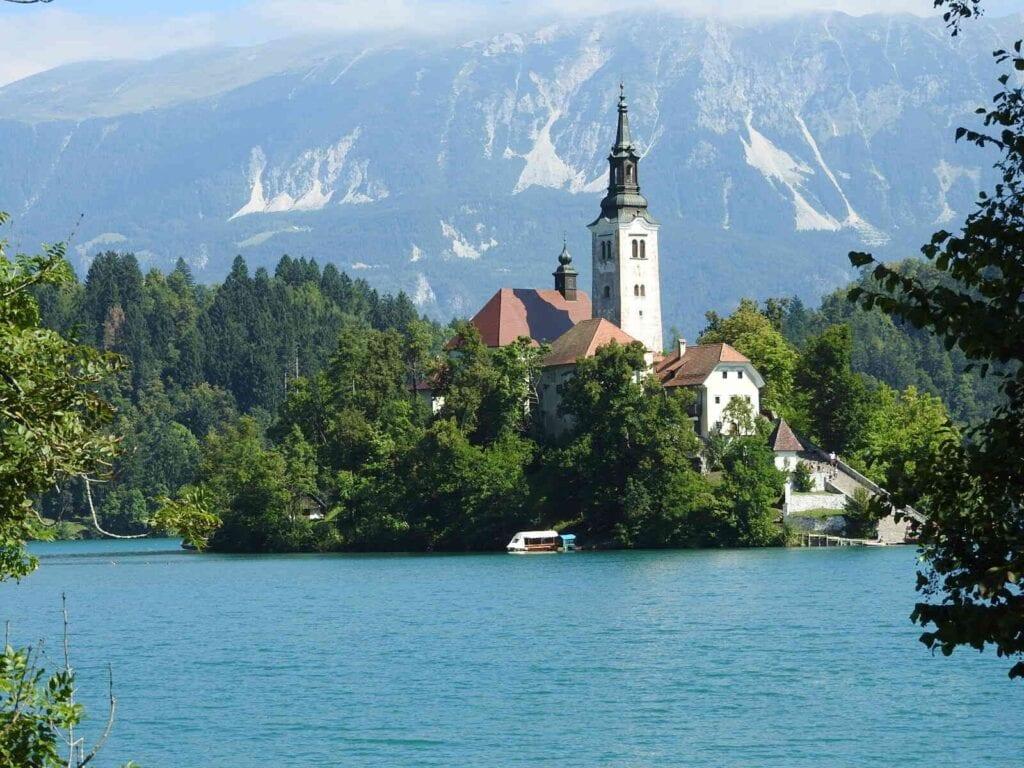 מראה הכנסיה באגם בלד
