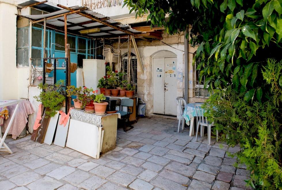 חצר בית בשכונת הבוכרים