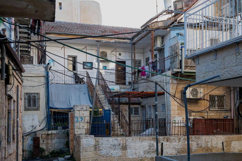 בית במאה שערים